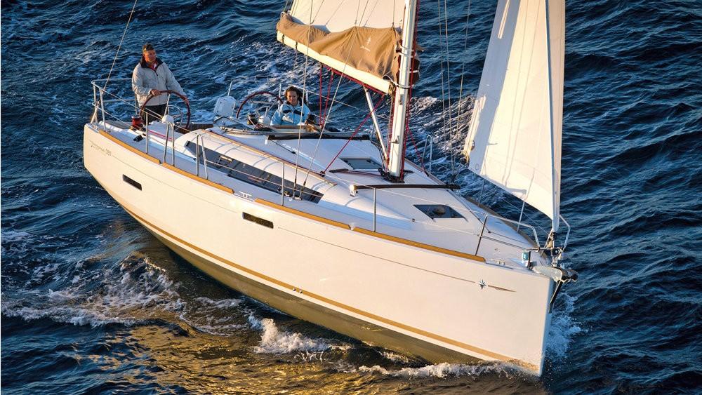 Jeanneau Sun Odyssey 389 tra personale e professionale Pula