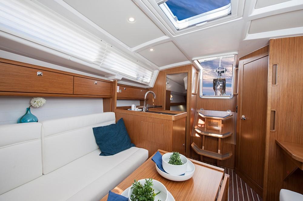 Bavaria Cruiser 33 tra personale e professionale Leucade
