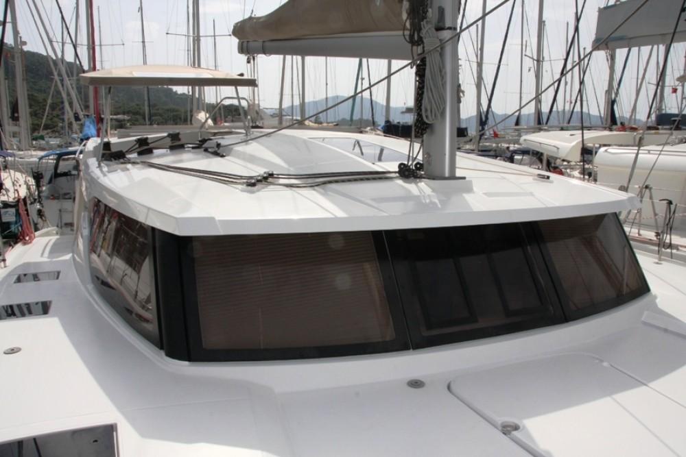 Noleggio Catamarano Fountaine Pajot con una patente