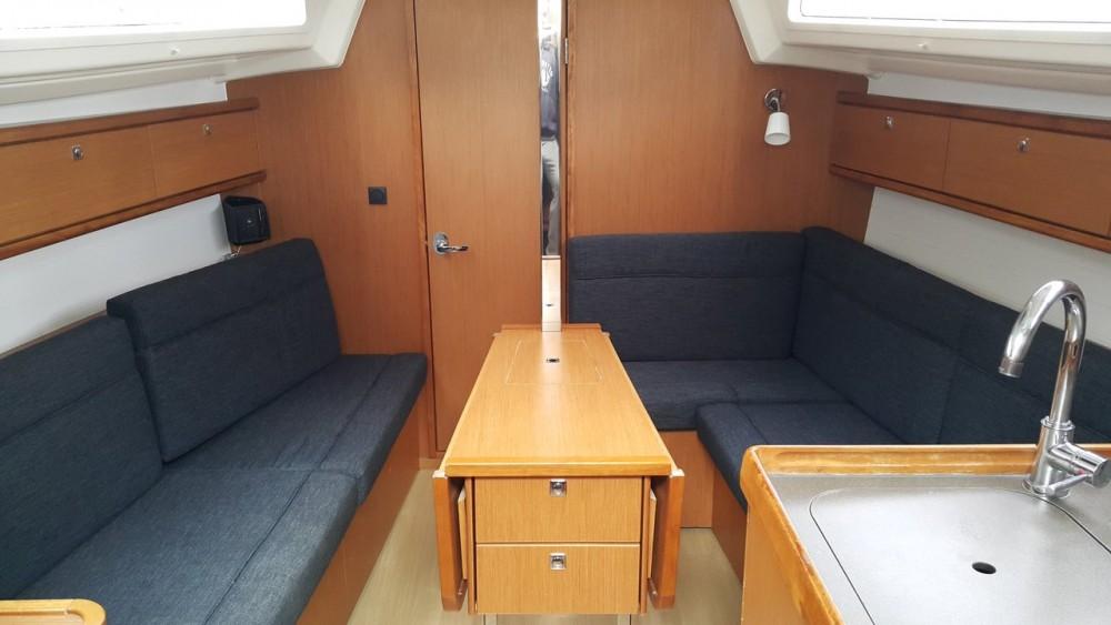 Bavaria Cruiser 33 tra personale e professionale Peloponneso