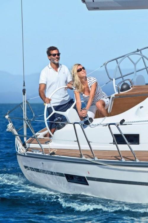 Bavaria Cruiser 37 tra personale e professionale Peloponneso