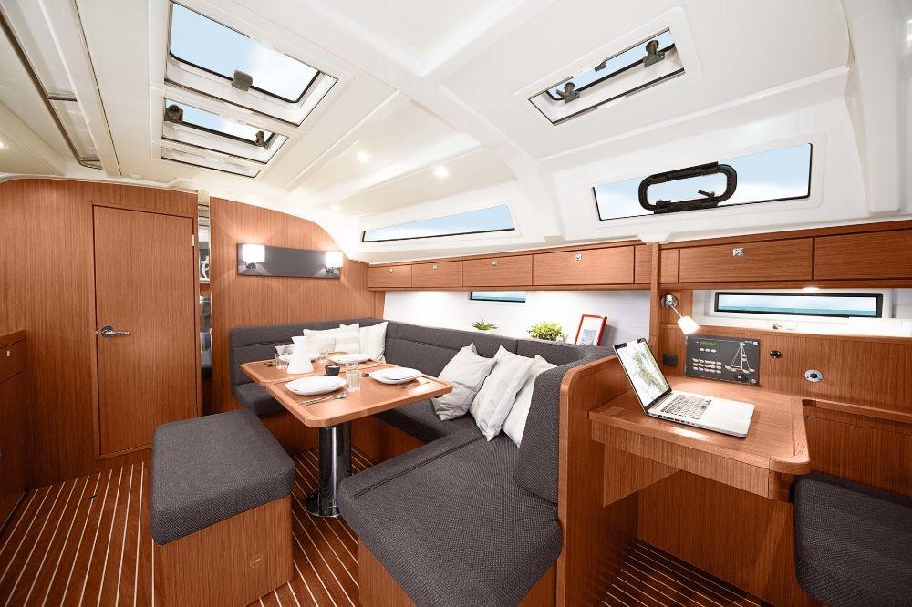 Bavaria Cruiser 41 tra personale e professionale Peloponneso