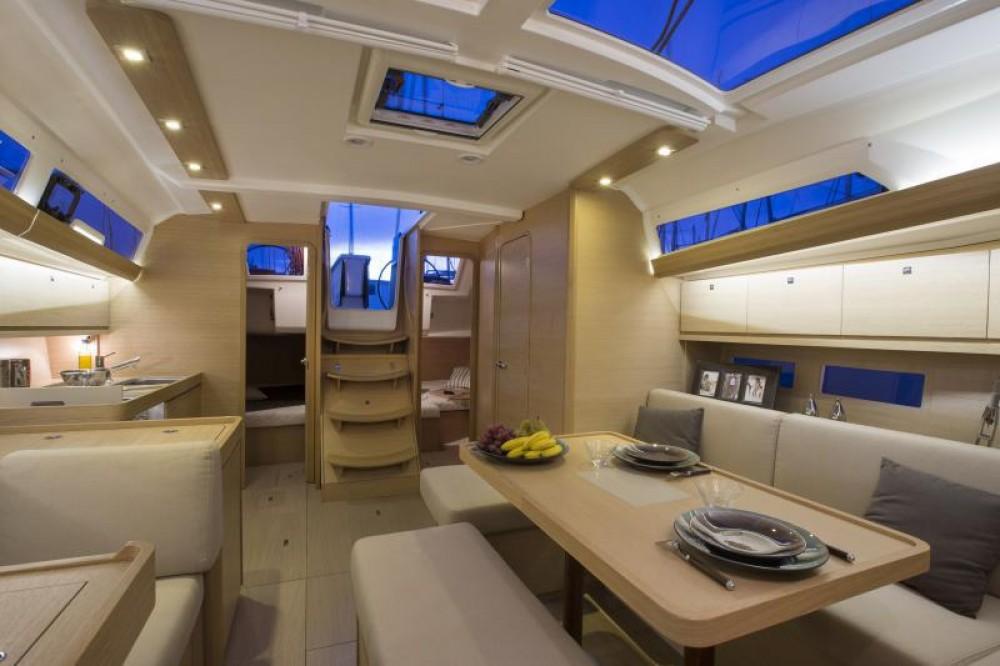 Dufour Dufour 410 Grand Large tra personale e professionale Malta