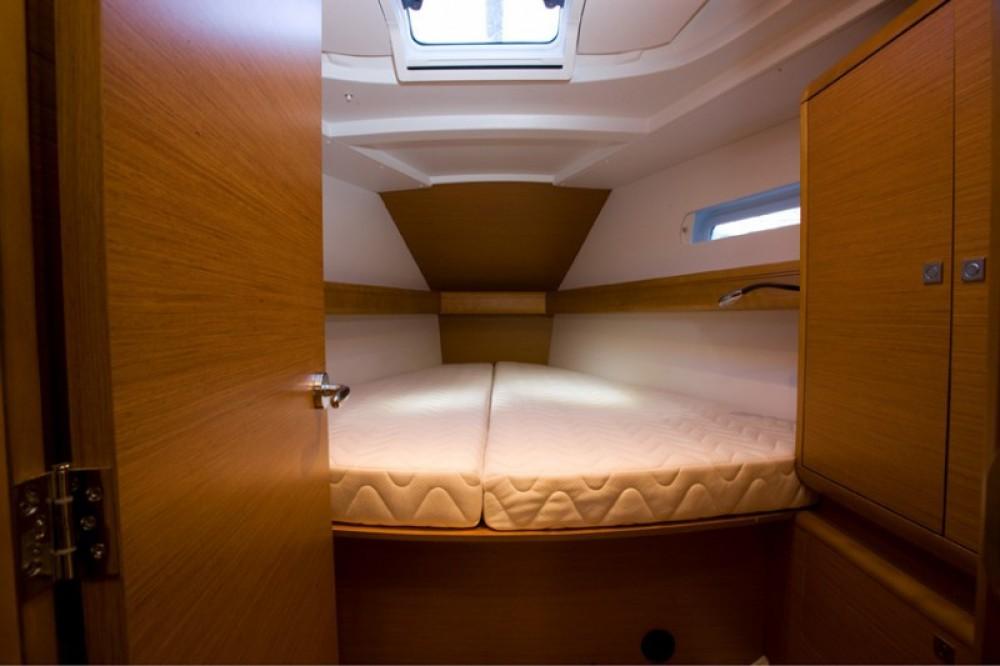 Noleggiare un'Jeanneau Sun Odyssey 449 Napoli
