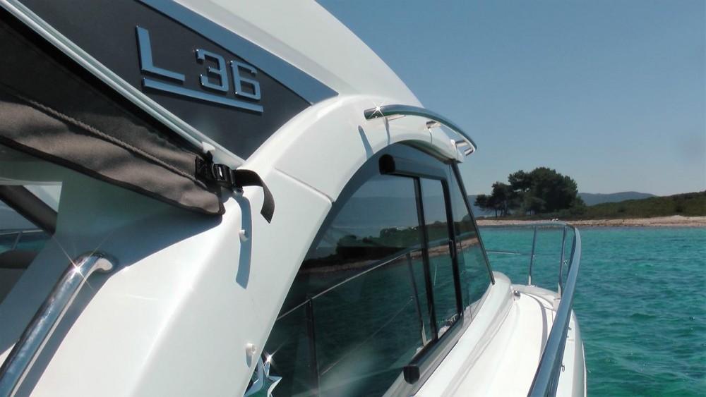 Noleggio barche Jeanneau Leader 36 Open  su Samboat
