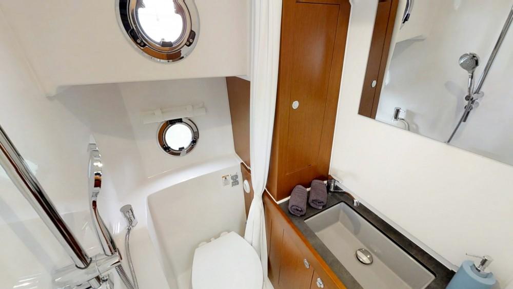 Noleggio Barca a motore con o senza skipper Bénéteau Traù