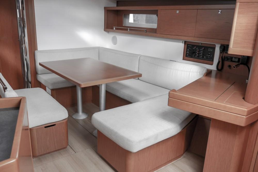 Noleggio barche Teodo economico Oceanis 45 (4 cabs)