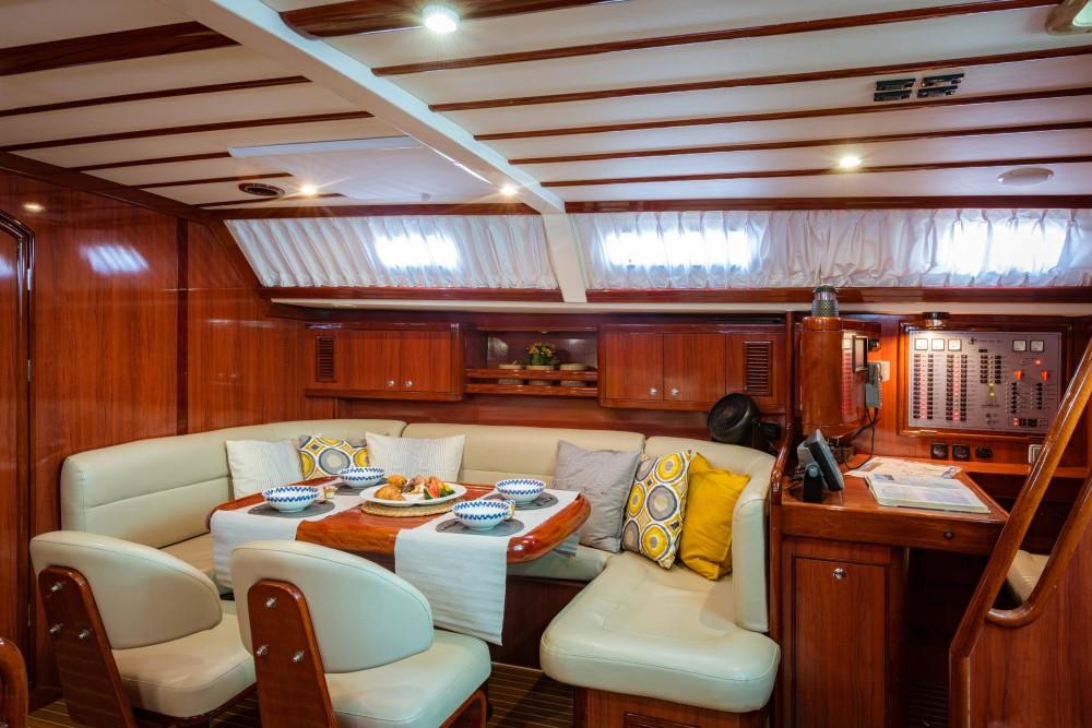 Barca a vela a noleggio Porto di Alimos al miglior prezzo