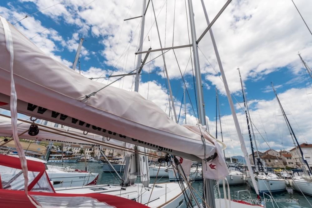 Noleggio barche Bénéteau Oceanis 35.1 Spalato su Samboat