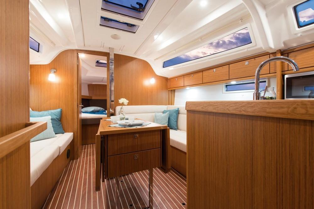 Noleggio barche Bavaria Cruiser 37  su Samboat