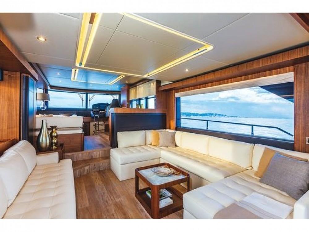 Barca a motore a noleggio Rogosnizza al miglior prezzo