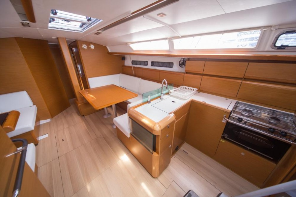 Noleggio Barca a vela con o senza skipper Jeanneau Olbia