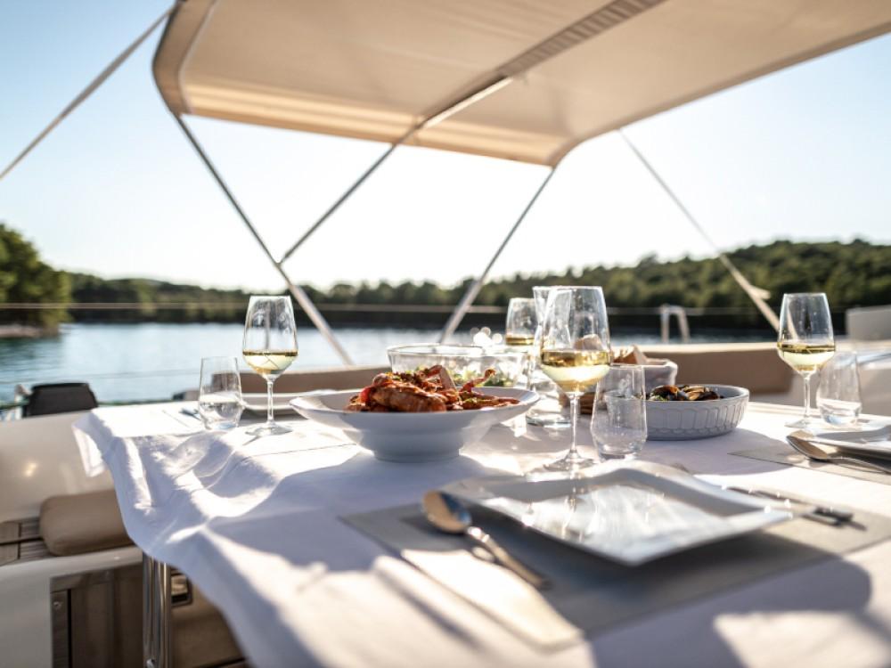 Barca a vela a noleggio Rogosnizza al miglior prezzo