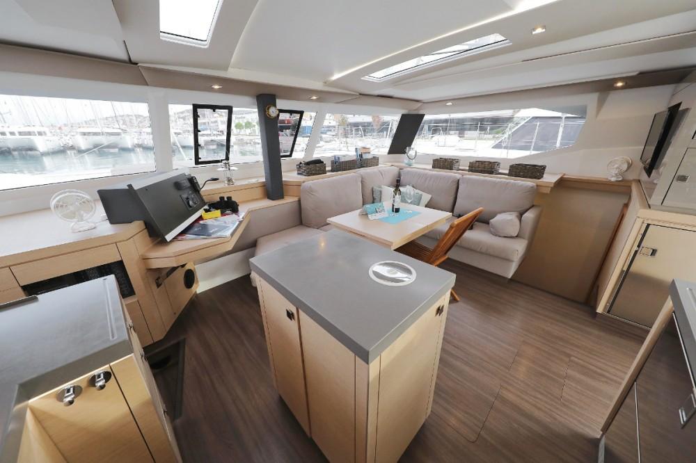 Catamarano a noleggio Traù al miglior prezzo