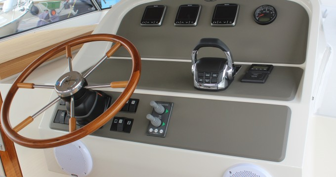Noleggiare una Linssen Linssen Grand Sturdy 410 AC a Kinrooi
