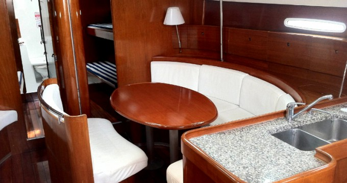 Noleggio Barca a vela a Betina – Bénéteau First 47.7