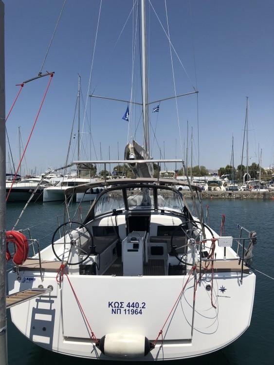 Jeanneau Sun Odyssey 440 tra personale e professionale Peloponnese