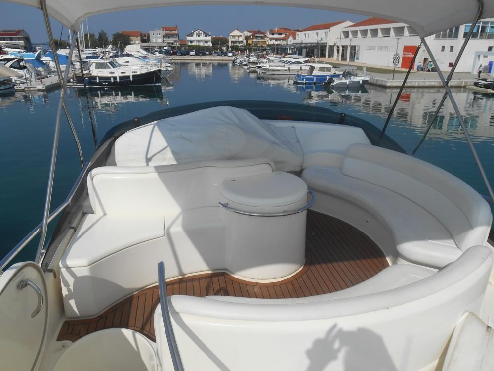 Barca a motore a noleggio Pirovac al miglior prezzo