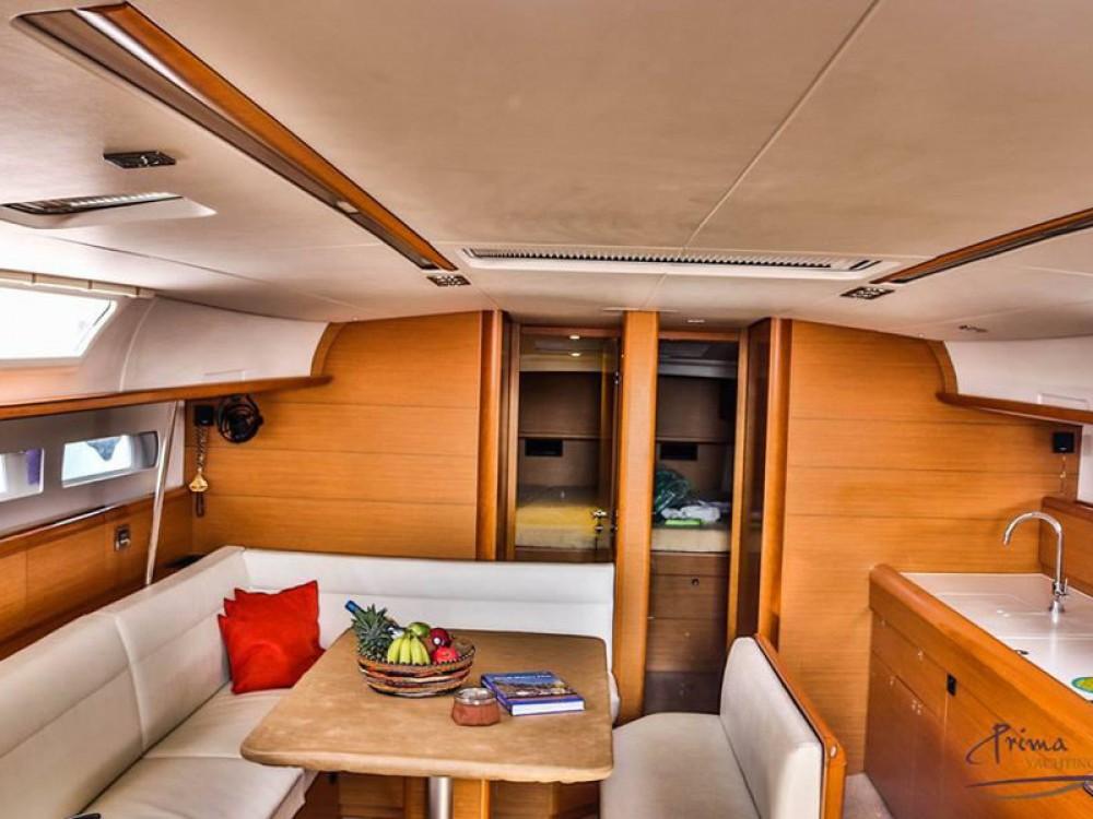 Noleggio barche  economico Sun Odyssey 509 (2015 )( FULL REFIT 2020 - A/C,GENERATOR,INVENTER )