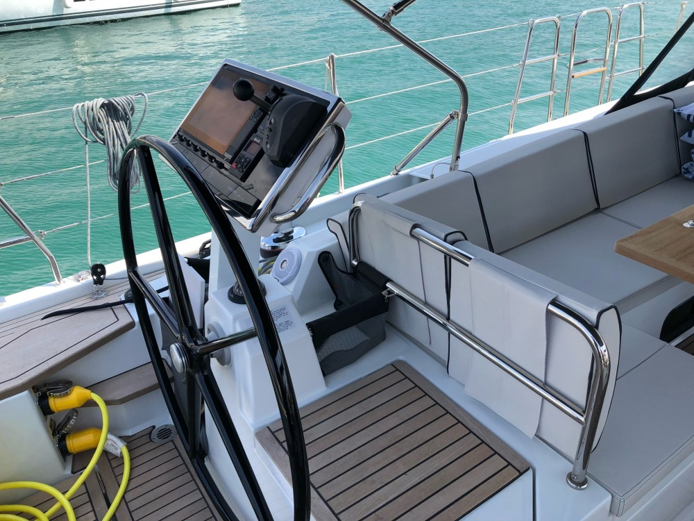 Noleggiare un'Bénéteau Oceanis Yacht 62