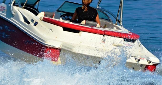 Noleggiare una Sea Ray 195 a Gáïos