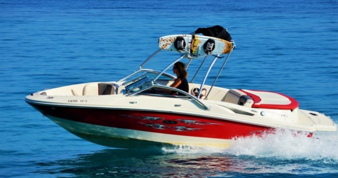 Noleggio Barca a motore con o senza skipper Sea Ray a Gáïos