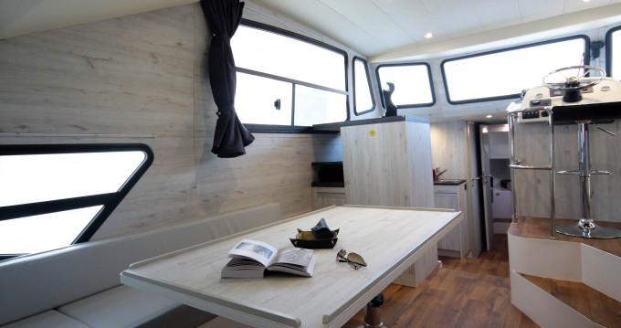 Noleggio Houseboat Houseboat Holidays Italia srl con patente nautica