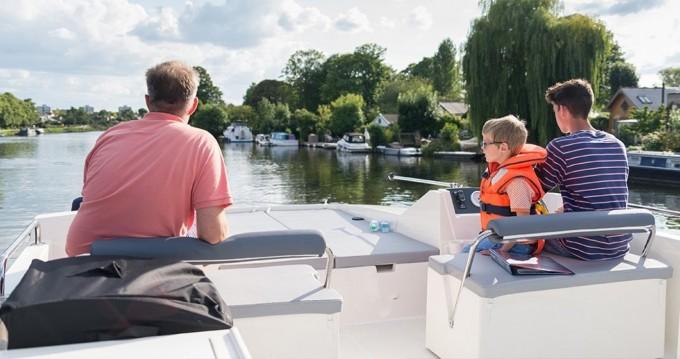 Noleggio Houseboat Delphia con patente nautica