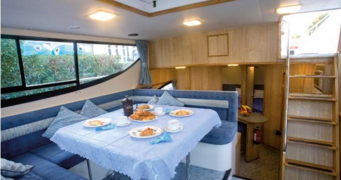 Noleggio Houseboat Connoisseur con patente nautica