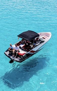 Noleggiare una Glastron GTS 225 a Ibiza Island