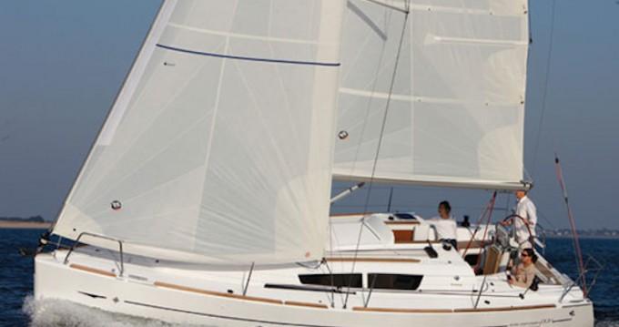 Noleggiare una Jeanneau Sun Odyssey 33i a Kórfos