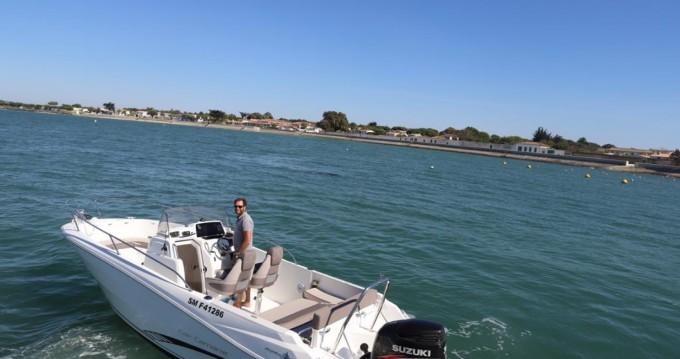 Noleggio Barca a motore Jeanneau con patente nautica