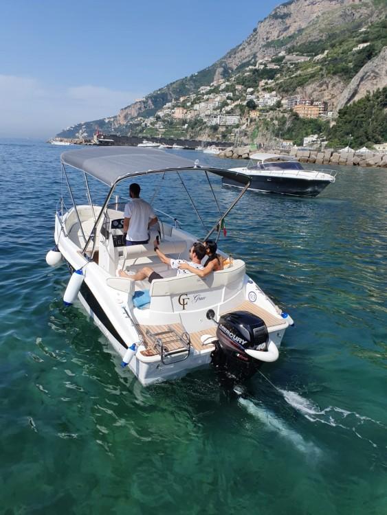 Barca a motore a noleggio Amalfi al miglior prezzo