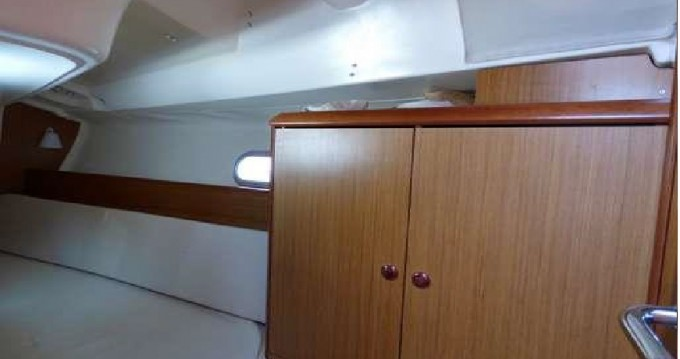 Barca a vela a noleggio a Gouviá al miglior prezzo