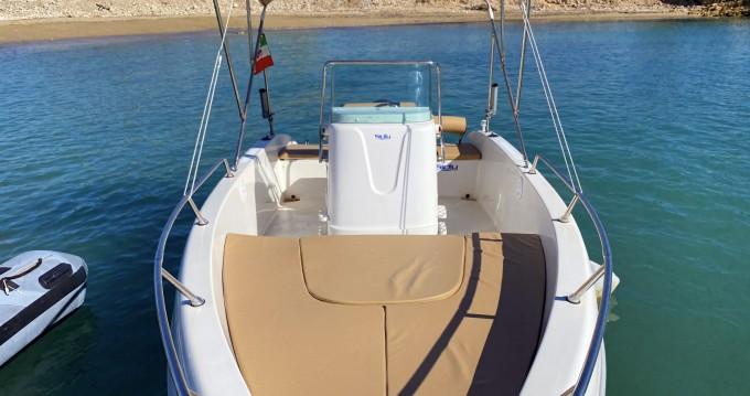 Barca a motore a noleggio Avola al miglior prezzo