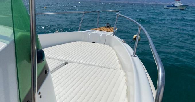 Barca a motore a noleggio a Villa San Giovanni al miglior prezzo