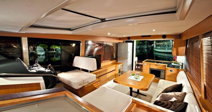 Noleggio Barca a motore Greenline con patente nautica
