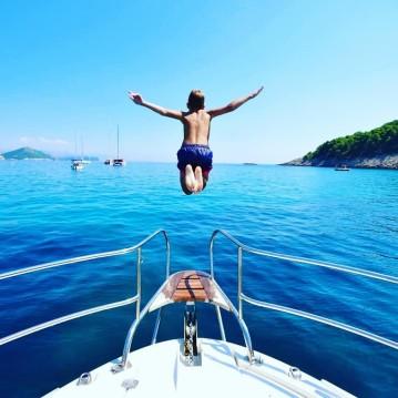 Noleggio Barca a motore con o senza skipper Jeanneau a Ragusa