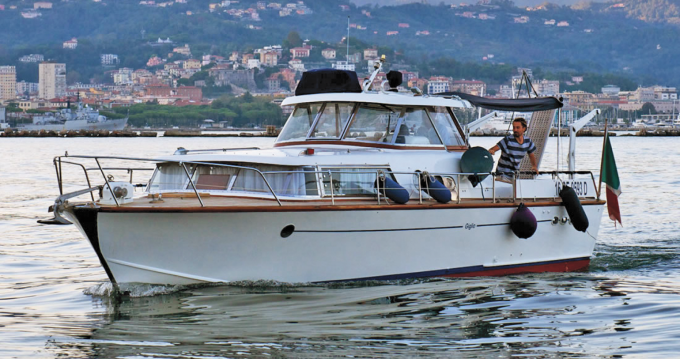 Noleggio barche Picchiotti Giglio  a Como su Samboat