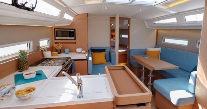 Noleggio barche Tropea economico Sun Odyssey 410 Performance