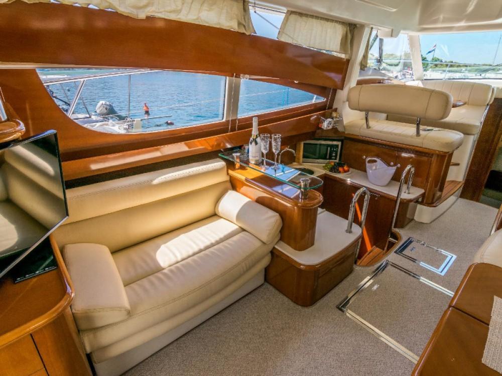 Barca a motore a noleggio Spalato al miglior prezzo