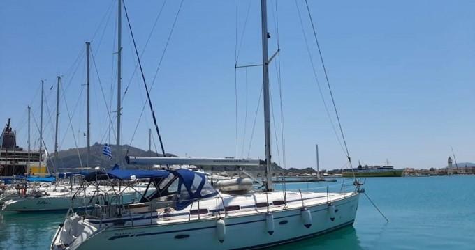 Barca a vela a noleggio a Lávrio al miglior prezzo