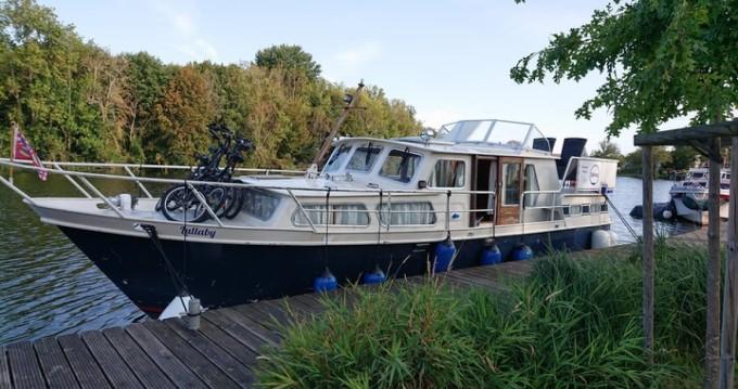 Noleggio Houseboat Stevens con patente nautica
