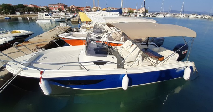 Noleggio Barca a motore Focus con patente nautica