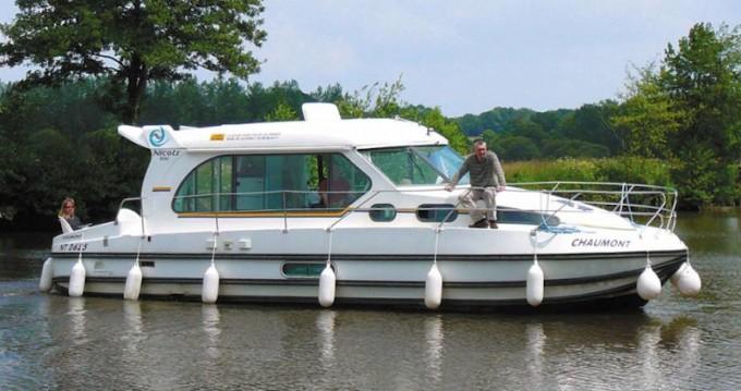 Barca a motore a noleggio a Sucé-sur-Erdre al miglior prezzo