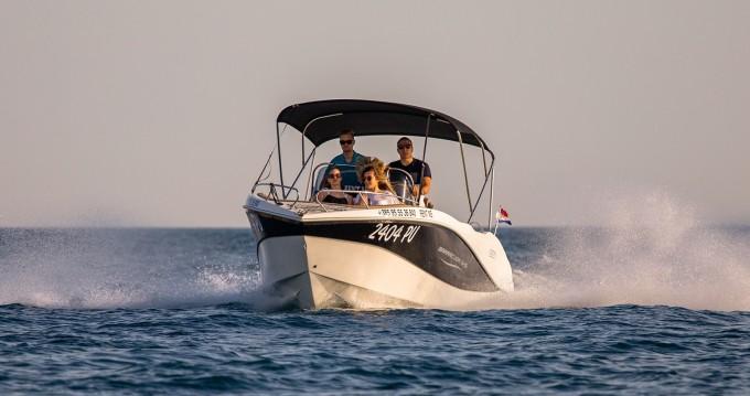 Noleggiare una Okiboats Barracuda 545 Open a Pula