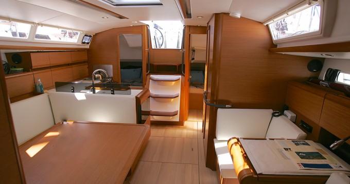 Noleggio barche Jeanneau Sun Odyssey 40.9 a Macinaggio su Samboat