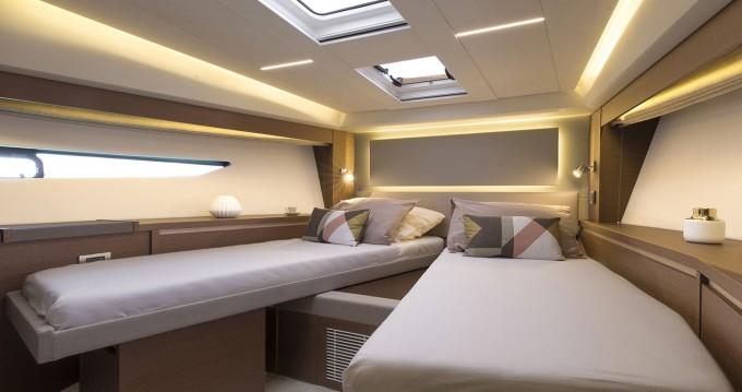 Noleggio barche Napoli economico Prestige 520 S