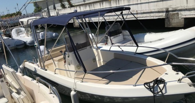 Noleggio Barca a motore con o senza skipper Terminal Boat a Salerno
