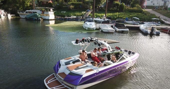 Noleggio Barca a motore Nautique Correct Craft con patente nautica